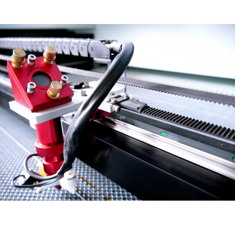 Laser CO2 - do cięcia metalu i tworzyw